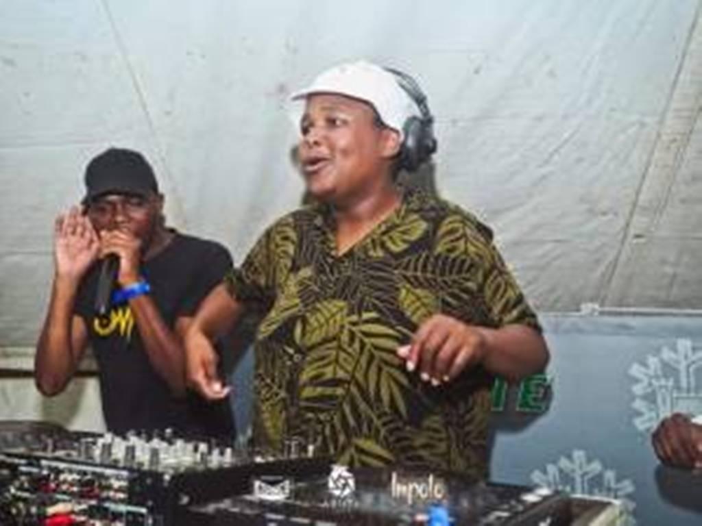 Ubiza Wethu & Listor – Bayasha