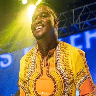 Psalmist Sefako – Hlala Ebukhoneni ft. Takie Ndou